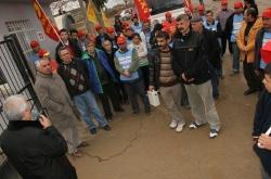 KURTULUŞ PARTİLİLER, İŞVERENE KARŞI YİĞİTÇE DİRENEN SAVRANOĞLU DERİ İŞÇİLERİNİ ZİYARET ETTİ 23 Aralık günü, Menemen'de bulunan Savranoğlu Deri Fabrikası İşçilerinin Direnişini Kurtuluş Partililer olarak ziyaret ederek, mücadelelerinin mücadelemiz olduğunu anlattık. […]