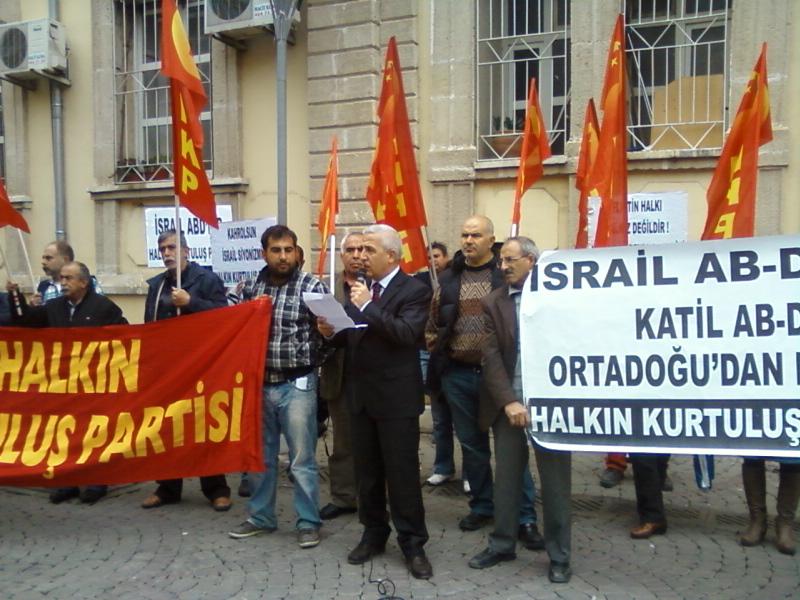 KURTULUŞ PARTİLİLER HAYKIRDI: Emperyalistlerin Arap Halkının bağrına soktuğu kama İsrail Devleti, er geç yok olacaktır!  Ankara Varoluş sebebi, AB-D Emperyalistlerinin Ortadoğu'daki bekçi köpekliğini yapmak; bu uğurda, başta Filistin Halkı […]