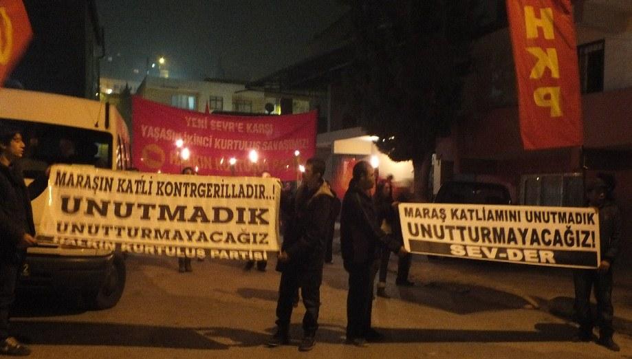 Maraş Katliamı 34'üncü yıldönümünde İzmir Yamanlar'da lanetlendi  12 Eylül Faşist Darbesine giden yoldaki en insanlık dışı katliamlardan olan Maraş Katliamı'nı yaptığımız yürüyüş ve basın açıklamasıyla lanetledik. Halkın Kurtuluş […]