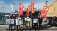 """Kurtuluş Partisi Gençliği olarak 566 gündür TÜVTÜRK işvereninin uyguladığı faşist baskılara karşı Nakliyat-İş önderliğinde yiğitçe direnen TÜVTÜRK Muğla Araç Muayene İstasyonu işçilerini direniş alanında ziyaret ettik. """"TÜVTÜRK'e sendika girecek başka […]"""