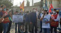 Yaklaşık 1 yıldır maaşlarını ve tazminatlarını alamayan maden işçileri ve aileleri, Bağımsız Maden-İş'in örgütlediği basın açıklamasını yapmak için Karaman/Ermenek'ten Konya'ya hareket ettiler. Polis sabah saatlerinde, basın açıklaması için Konya'ya gelen […]